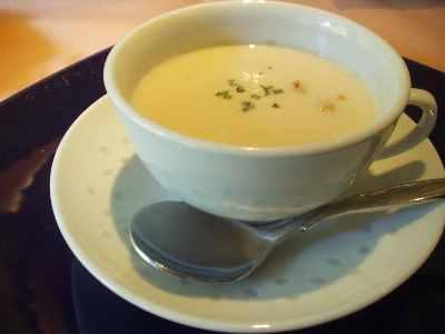ジャガイモと豆のスープ