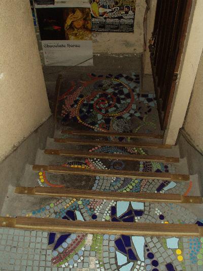 カフェ アンデパンダンへの階段