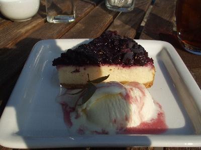 カフェ百花 ブルーベリーのチーズケーキ