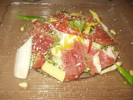 RENARD BLEU ハモンセラーノと兵庫のこだわり温度卵のサラダ
