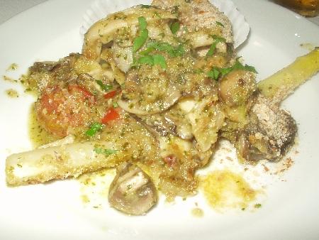 トラットリア ビリキーノ ホワイトアスパラガスと貝付き帆立、ツブ貝、キノコの香草バター焼き