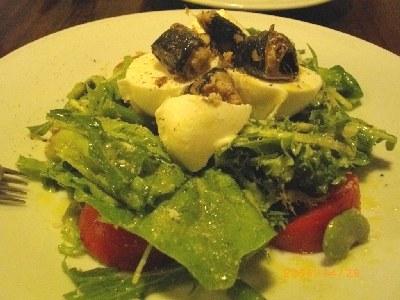 イタリア産水牛のモッツァレラと自家製オイルサーディンのサラダ