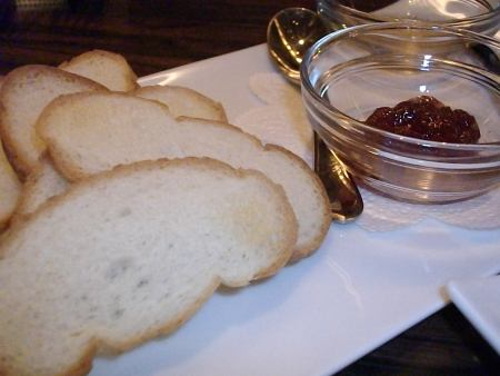colmo チーズの付け合せのパン