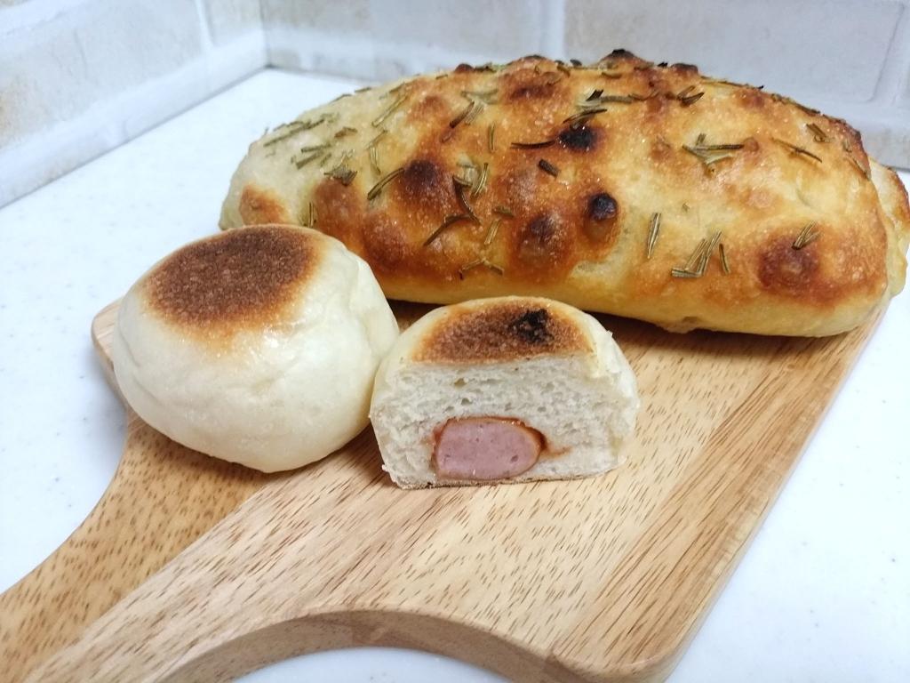 フォカッチャとソーセージパン