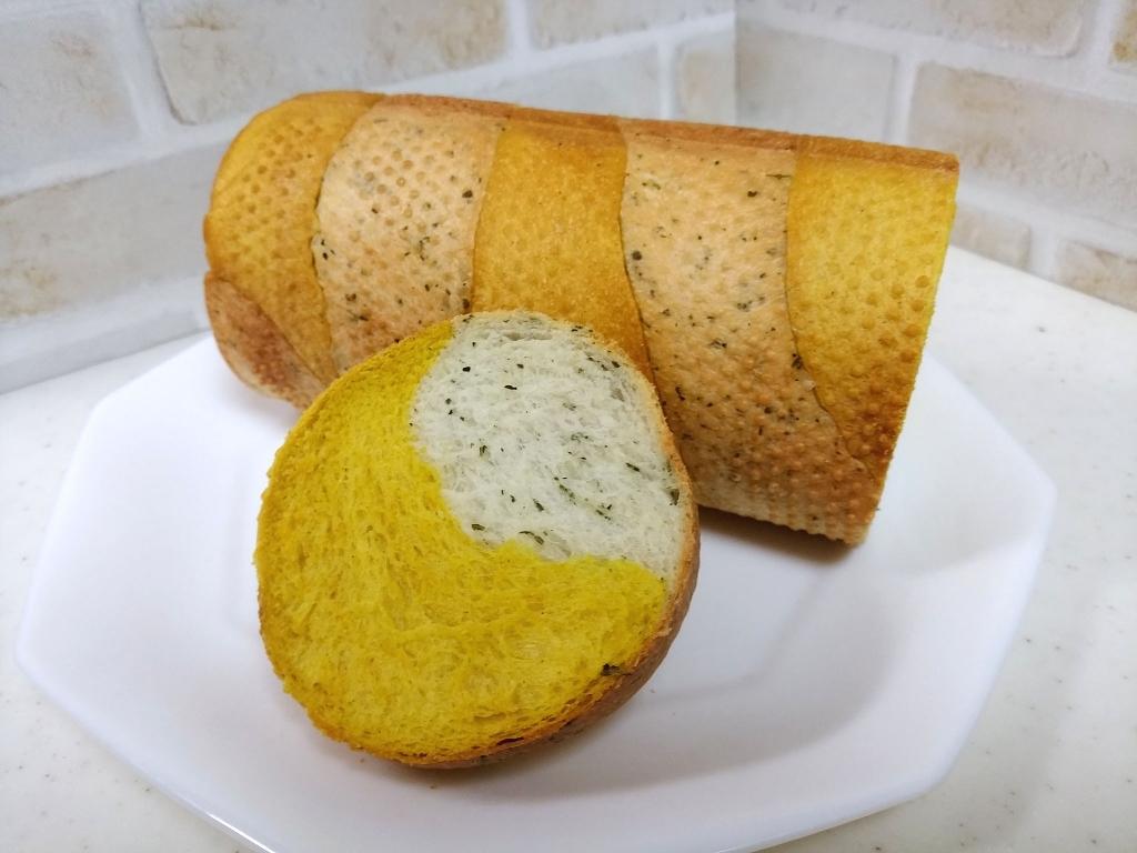 バジル&カレーメッシュロールパン