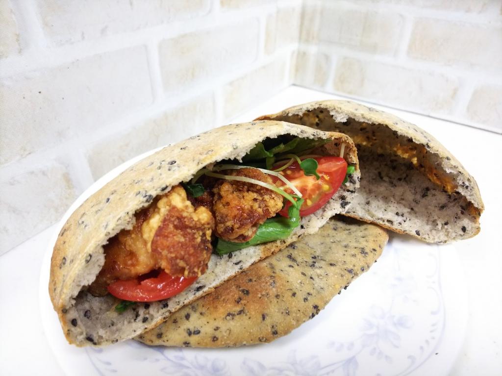 ピタパンでから揚げサンド