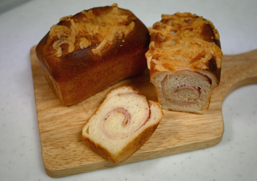 ベーコンチーズミニ食パン