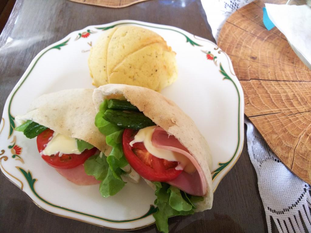 胚芽押し麦パンとサンライズチーズ