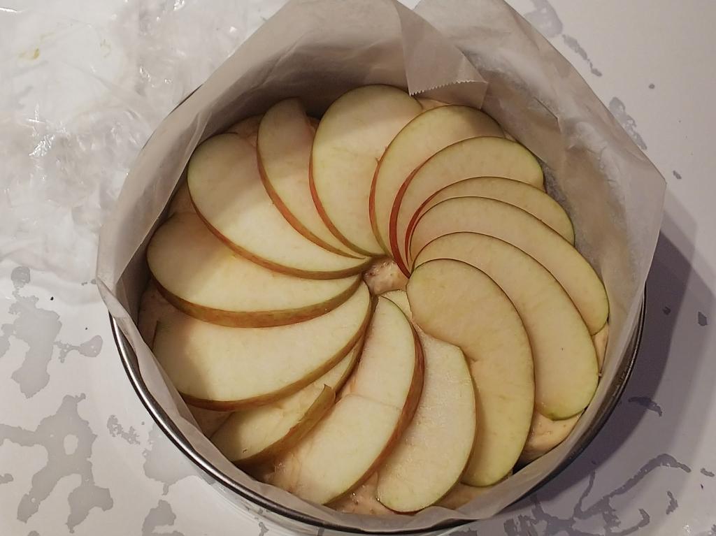 りんごを乗せて