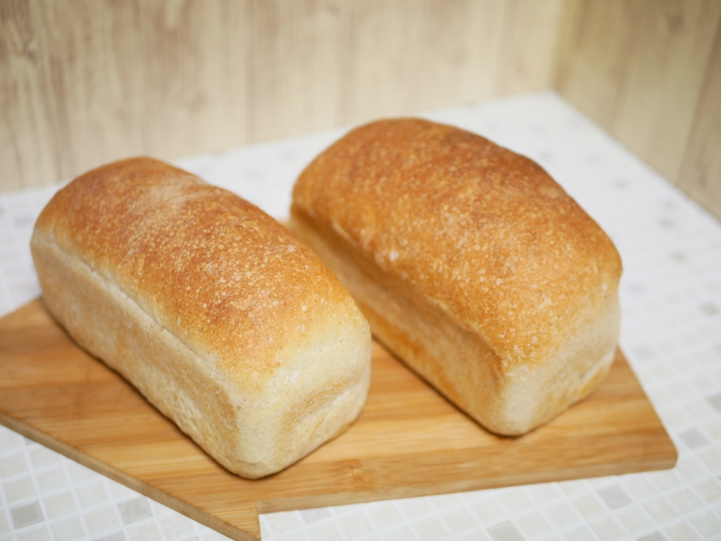 20200817-F005-リーンなワンローフ食パン(梅酵母) ゆめちからブレンド(左)とゆめちから100(右)で作り比べ.JPG