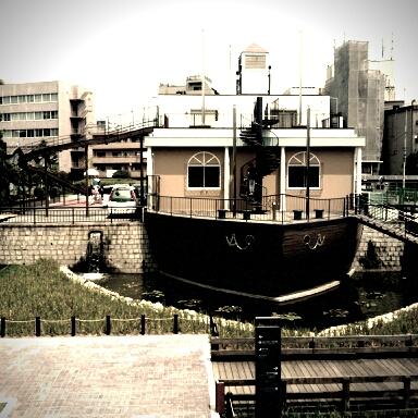 ・・・船?