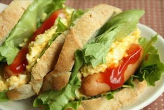 卵とソーセージのサンド
