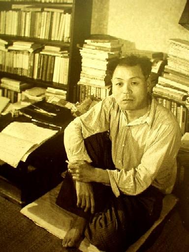 書斎の上林センセイ。 上林暁さんのこと――ブロンズの首と俺。   岡田純良帝國小倉日記