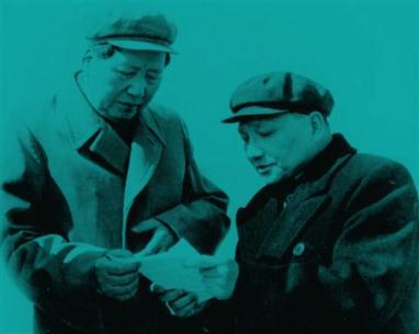 毛沢東と�小平。