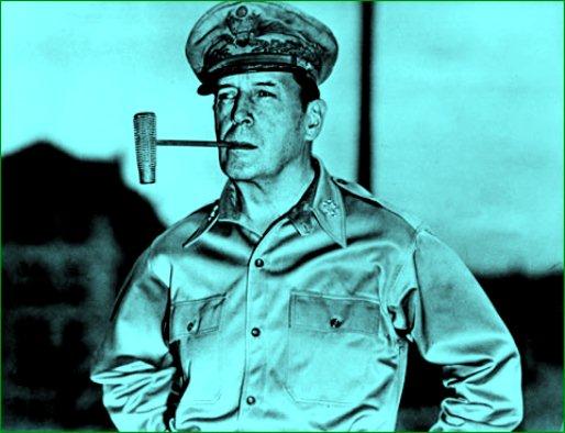文法の講師だったオッチャンは、姿形はDouglas MacArthurのコピーみたいだったな。