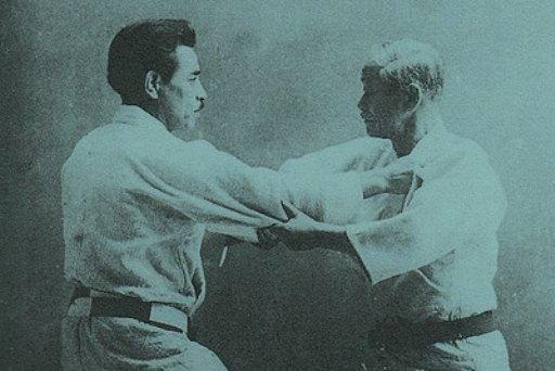 三船久三(左)と嘉納治五郎(右)。