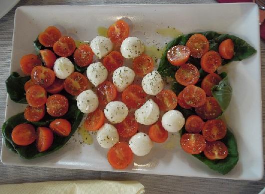トマトとボッコンチーニ.jpg