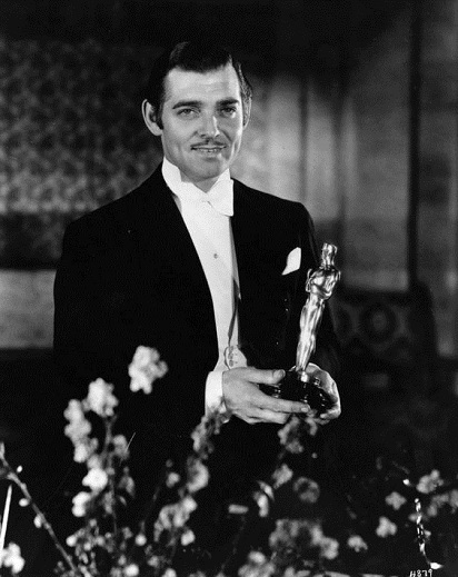 Clark Gable with Oscar in 1934.jpg
