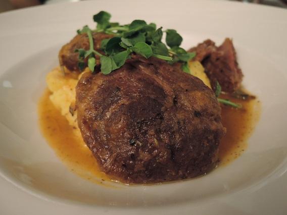Bちゃんで (豚頬肉のシチュー)(Slow-cooked pigs cheeks in Pedro Ximénez )