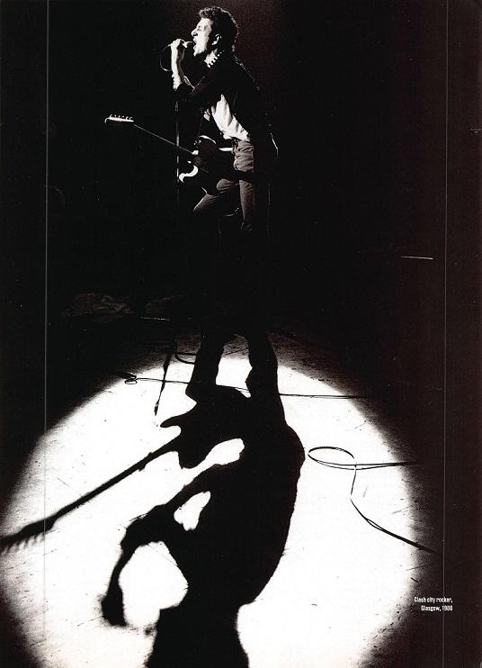 Joe Strummer with Clash(Grasgow, 1980).jpg