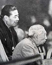 天覧相撲の昭和天皇。.jpg