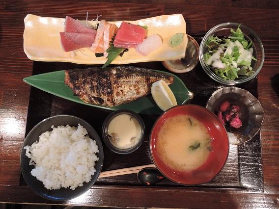 刺身と焼き魚定食 (2).JPG