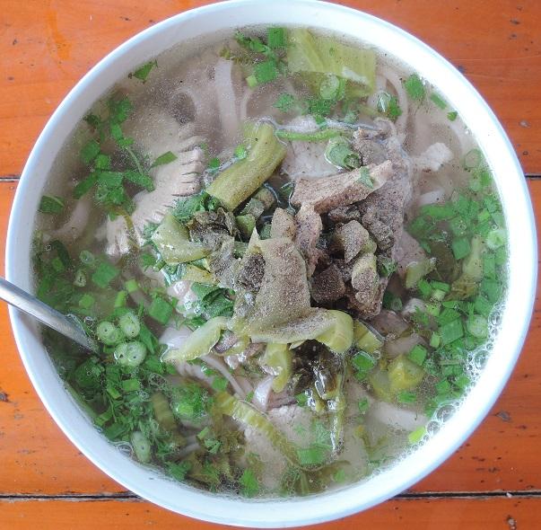 20180304 (掲載・バックハー名物フォー(赤米を使った麺と高菜と豚))