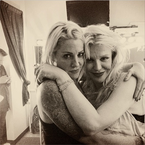 Brody Dalle with Courtney Love。.jpg