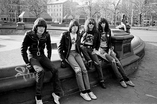 Ramones at Wahington Square in 1975.jpg