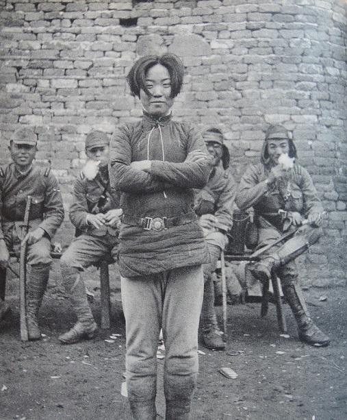 1938年4月、中止戦線で捕縛された国民党軍女性兵士・成本華(24歳)(掲載).jpg