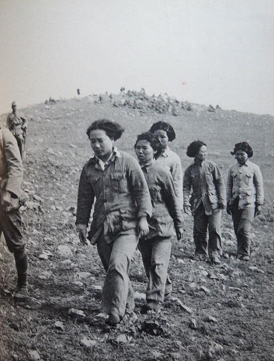 1939年3月、中支湖北戦線で高野部隊に捕縛された国民党軍女性兵士(掲載).jpg
