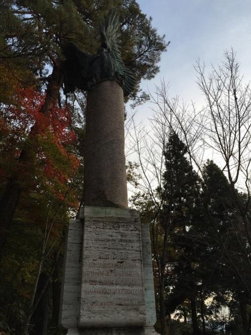 20151101 (飯盛山にあるファシスト党首ムッソリーニの顕彰碑).JPG