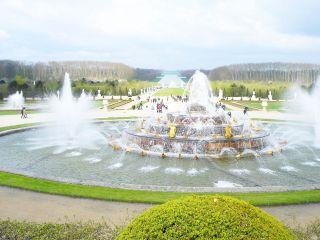 ベルサイユ宮殿の中庭。『庭』って範囲か?
