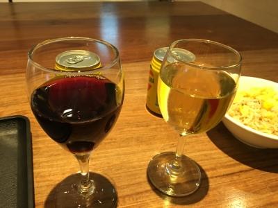 ラウンジでワイン