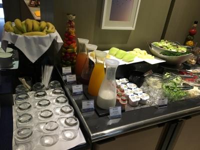 朝ごはんサラダやフルーツ