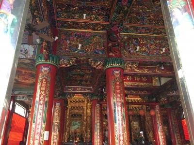 龍虎塔の向いのお寺の中