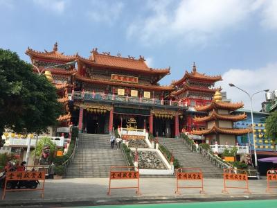 観音様の向いの寺