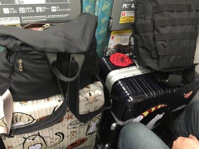 新幹線シート荷物置いた