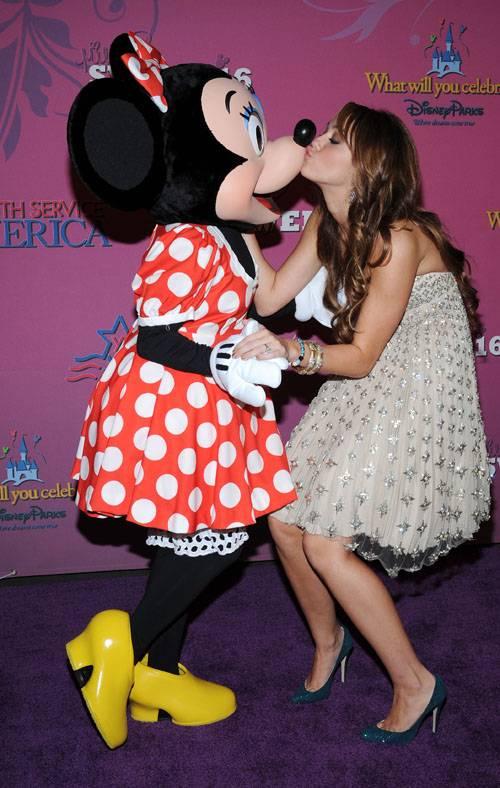 ミニーちゃんとキスするマイリー・サイラス(Miley Cyrus)