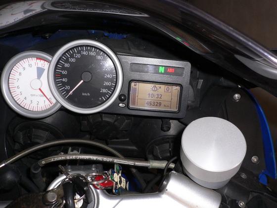 K1200Sヘッドライトバルブ交換