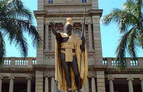 ハワイの噂・裏技・裏話_カメハメハ大王像