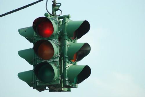 乗り物の噂・裏技・裏話_信号機はなぜ赤・青・黄なのか