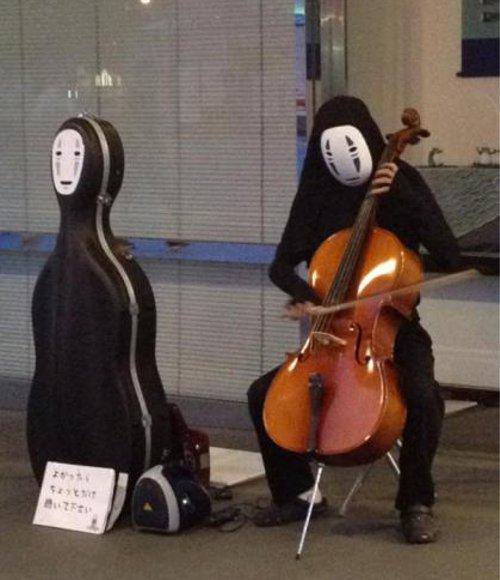漫画・アニメ・キャラクターの噂・裏技・裏話_千と千尋の神隠しのカオナシが路上ライブ