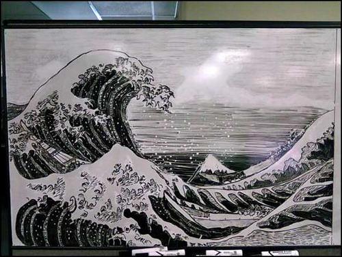 びっくり仰天な噂・裏技・裏話_ホワイトボードに描かれた芸術的な絵
