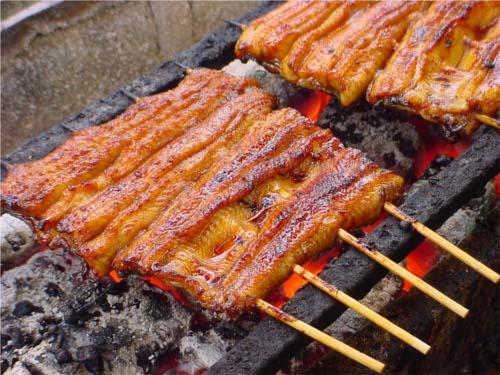 食べ物の噂・裏技・裏話_ウナギの蒲焼き。ウナギが刺身で食べられない理由