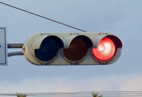 乗り物の噂・裏技・裏話_信号機が左から青・黄色・赤と並んでいる理由