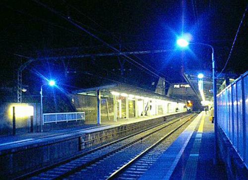 乗り物の噂・裏技・裏話_青色照明を駅に設置すると自殺激減