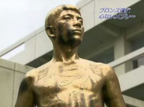 びっくり仰天な噂・裏技・裏話_大分上野丘高校の銅像がゴールドに