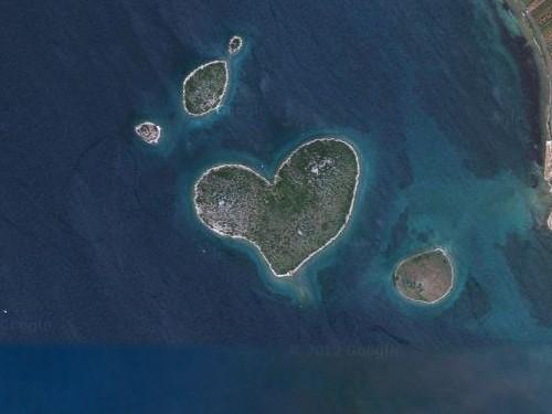 海外の噂・裏技・裏話_話題沸騰のハートの形をした無人島