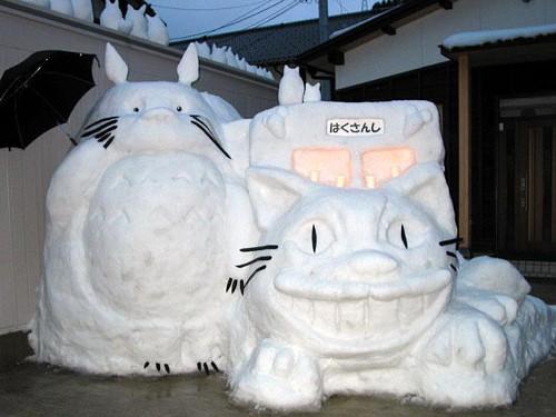 漫画・アニメ・キャラクターの噂・裏技・裏話_雪で作られたトトロとネコバス